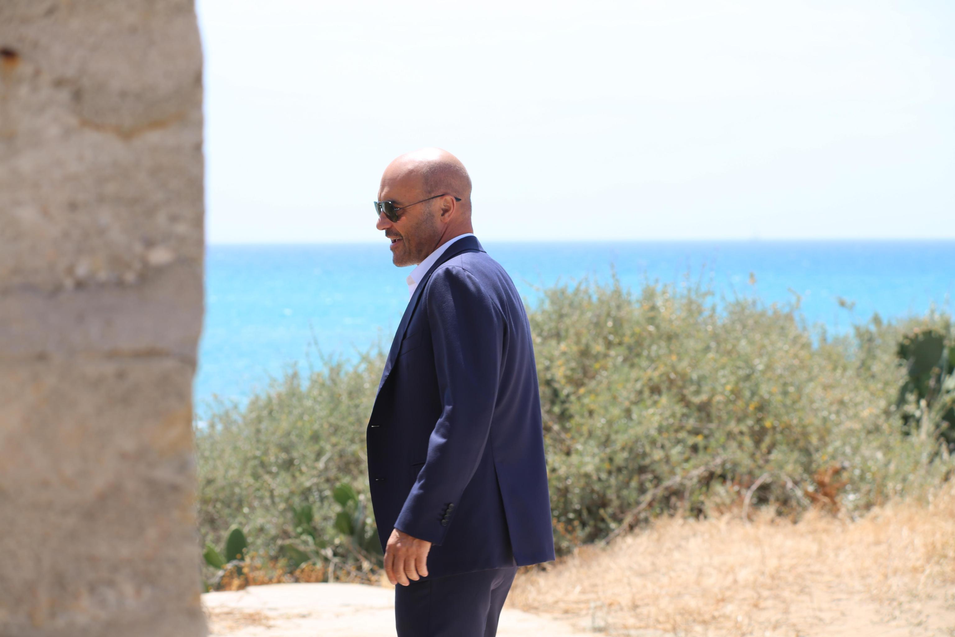 Il Commissario Montalbano piange il dottor Pasquano. Il funerale