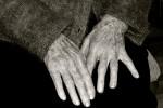 Raggirano anziana per impossessarsi dei suoi beni, scoperta truffa da mezzo milione a Catania