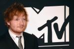 """Ed Sheeran, nuova hit nel giorno del suo compleanno: """"Ascoltatela mentre mangio un po' di torta"""""""