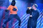 Francesco Gabbani fa la scimmia sul palco: è picco di tweet