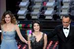 In abito celeste, la siciliana Giusy Buscemi star sul palco dell'Ariston: le foto