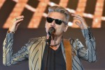 Chitarra in spalla e occhiali da sole, Ligabue accende Acireale: le foto del concerto