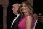 Gala nella lussuosa Mar-a-Lago, Melania Trump impeccabile in rosa