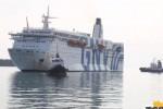 Fiamme su un traghetto al porto di Palermo: salve 188 persone