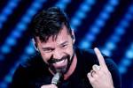 Tutti in piedi a ballare: il medley di Ricky Martin al Festival - Video