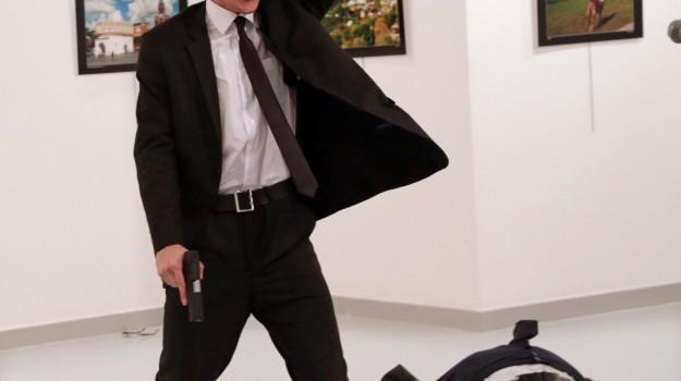 ambasciatore russo ucciso, WorldPressPhoto, Burhan Osbilici, Sicilia, Mondo