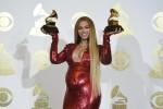 Grammy, Beyoncè sexy col pancione in abito rosso: è lei la vincitrice morale
