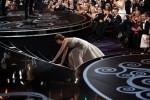 Ladro sul palco, la caduta di Jennifer Lawrence e il vestito di Beyoncé: tutti gli errori da Oscar