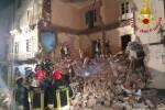 Crolla palazzina nel centro di Catania Muore un'anziana, grave una bimba