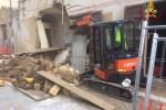 Il crollo del vecchio cinema a Campobello di Mazara, le immagini dei soccorsi