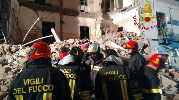 crollo palazzina catania, Catania, Cronaca