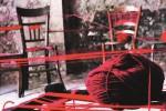 «Curtigghiu/Cortile», sedie, filo di lana e matasse