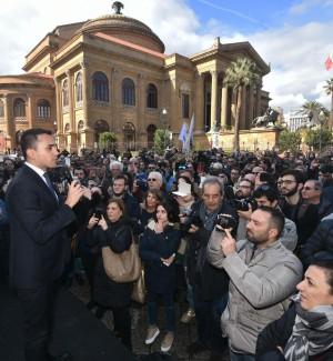 Di Maio apre campagna per le Regionali: al governo taglieremo sprechi