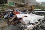 Discarica abusiva a Monreale, le immagini tra rifiuti ingombranti e amianto - Video