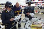 Scarpe e vestiti contraffatti: sequestrati 18mila articoli a Palermo