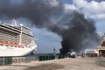 Incendio su una nave, colonna di fumo nero a Palermo - Le immagini dal porto