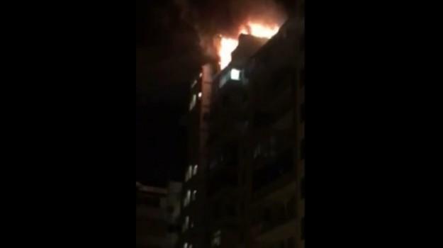 incendio palermo, rogo casa palermo, vigili del fuoco, Palermo, Cronaca