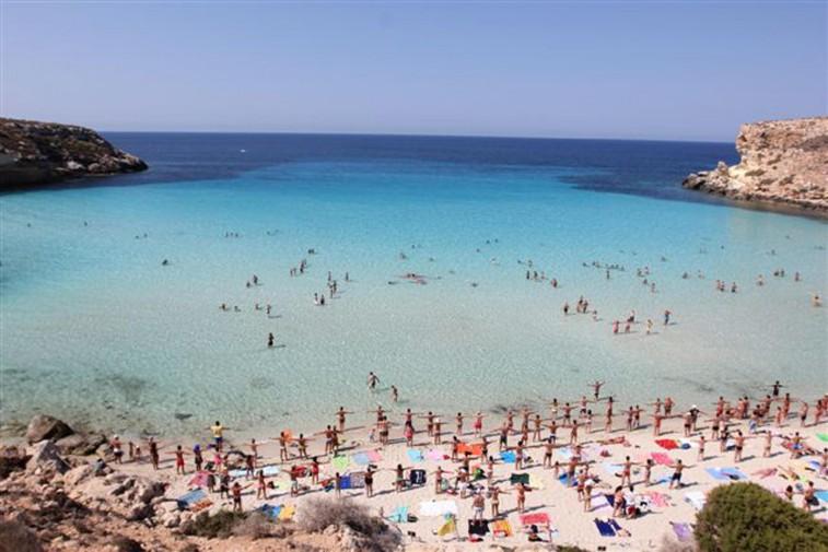 Matrimonio In Spiaggia Lampedusa : Lampedusa riconquista la vetta la spiaggia dei conigli è la più