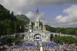 Pellegrini sempre più giovani a Lourdes ma tre su dieci soffrono di depressione