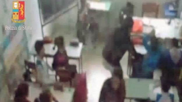 maltrattamenti bambini, maltrattamenti scuola, Reitano, Messina, Cronaca