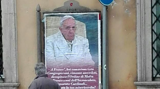 manifesti contro papa, papa, Papa Francesco, Sicilia, Cronaca