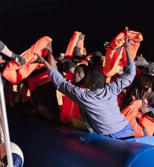 Migranti, la nave Sea Eye salpa da Licata per la prima missione del 2017