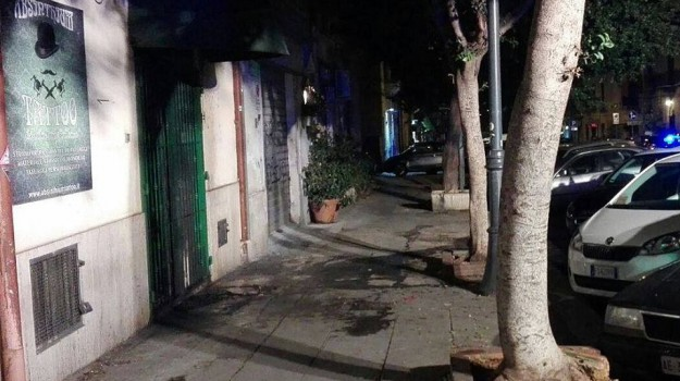 fiamme, forza nuova palermo, incendio, Palermo, Cronaca