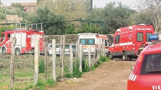Licodia, morto, operaio, schiacciato, Catania, Cronaca