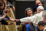 L'appello del Papa ai preti: state vicini alle coppie ferite e ai conviventi