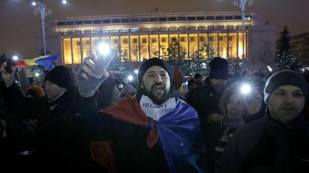 Bucarest, corruzione, proteste romania, Sicilia, Mondo