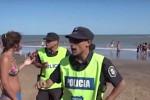 Argentina, ragazze in topless cacciate dalla polizia: scatta la polemica - Video