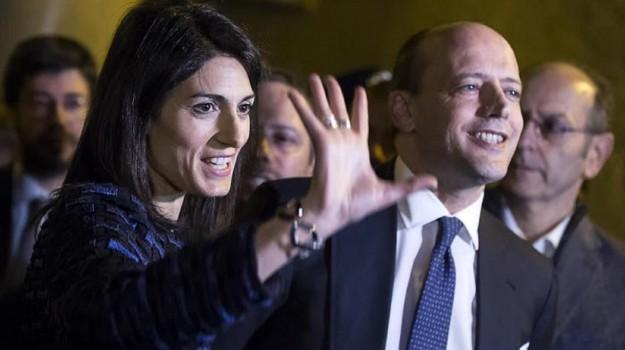 Virginia Raggi con il direttore generale dell'AS Roma, Mauro Baldissoni