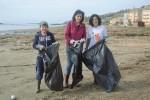 Sciacca, volontari puliscono un tratto di spiaggia