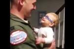 A 9 mesi vede finalmente il suo papà con i nuovi occhiali