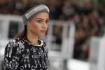 """Borse a forma di razzo e stivali come collant: la moda """"spaziale"""" di Chanel"""