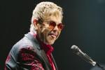 Compie 70 anni Sir Elton John, icona dell'eccesso e star del glam