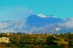 Etna, nuove esplosioni e la colata avanza: regolare il traffico aereo sulla Sicilia orientale