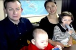 Dopo l'irruzione dei figli, esperto torna in tv ma stavolta... con la famiglia