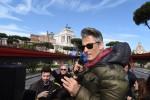 """Disabili, Fiorello si schiera con Jovanotti e Pif: """"Crocetta risponda"""" - Video"""