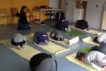 Yoga al posto di educazione fisica, la meditazione si fa anche in classe