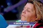 """""""Avanti un altro"""", donna del pubblico si addormenta durante lo show: Bonolis va a svegliarla - Video"""