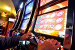 Mafia e scommesse: chiuse 12 sale giochi. Blitz anche a Palermo
