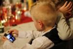 """Bambini a rischio """"occhio secco"""", nel mirino l'uso di smartphone e tablet"""