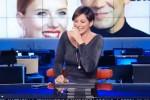 La giornalista non riesce a smettere di ridere, il siparietto in diretta tv