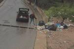 """Comiso, lotta a chi abbandona i rifiuti per strada sulle note de """"I 3 porcellini"""""""