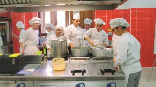 istituto alberghiero, scuola e lavoro, Trapani, Economia