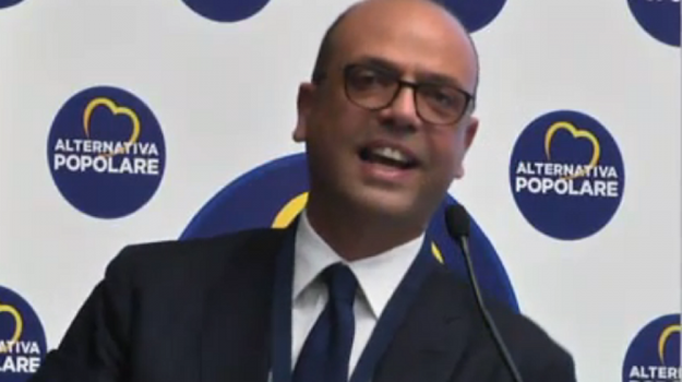 Angelino Alfano, Messina, Politica