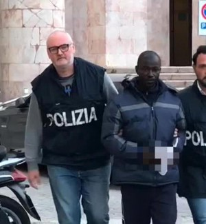 """""""Torture, sevizie e stupri su migranti"""": trafficante di uomini arrestato ad Agrigento"""