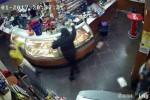 Spari al bar dopo lite, rapinatore incastrato da telecamere a Vittoria
