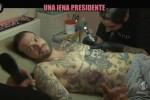 L'incursione di Cristiano Pasca nel momento del tatuaggio dell'aquila rosanero
